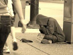 ホームレスは生活保護を受けれない?